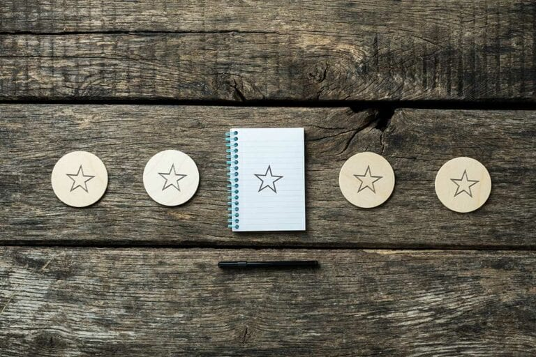 4 wooden disks and a notepad with large star on each
